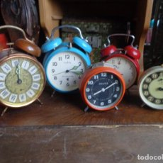 Despertadores antiguos: 5 RELOJES DESPERTADORES DIFERENTES - PARA PIEZAS O ARREGLAR-2 FUNCIONAN-JAZZ-PETER. Lote 109442791