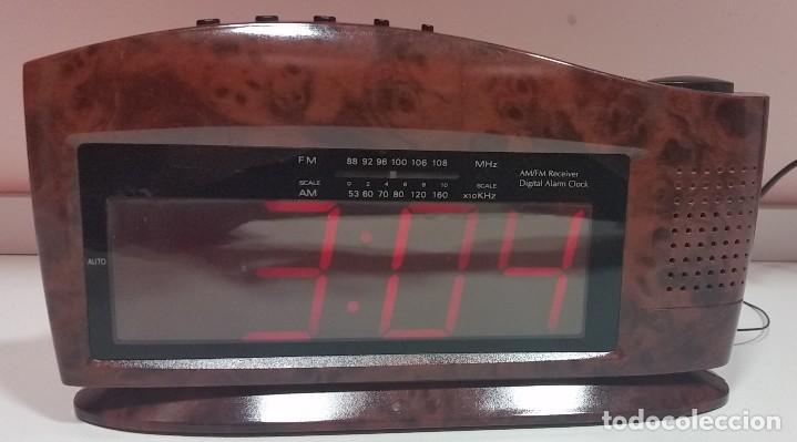 RADIO DESPERTADOR DE MESILLA (Relojes - Relojes Despertadores)