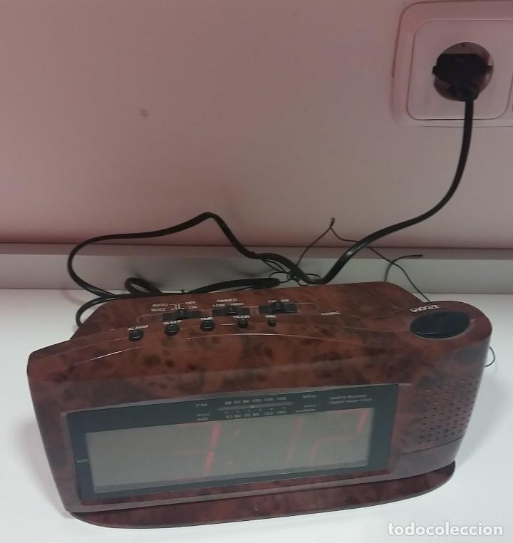 Despertadores antiguos: RADIO DESPERTADOR DE MESILLA - Foto 2 - 112913915