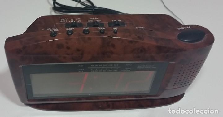Despertadores antiguos: RADIO DESPERTADOR DE MESILLA - Foto 3 - 112913915