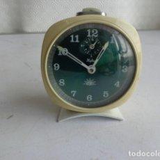 Despertadores antiguos: ANTIGUO (AÑOS 60 RETRO VINTAGE) Y BONITO DESPERTADOR, TOTALMENTE COMPLETO, BUEN ESTADO Y FUNCIONANDO. Lote 114476163