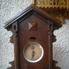 Despertadores antiguos: RELOJERA DE MADERA MACIZA CON DESPERTADOR KAISER. Lote 114611659