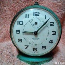 Despertadores antiguos: ANTIGUO RELOJ DESPARTADOR COLOR VERDE MARCA BAYARD PARA REPARAR O DECORACION. Lote 117575631