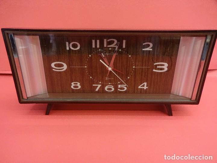 ANTIGUO RELOJ DESPERTADOR TOKYO CLOCK 2 JEWELS. ORIGINAL AÑOS 1960S. FUNCIONANDO. 24CTMS. (Relojes - Relojes Despertadores)