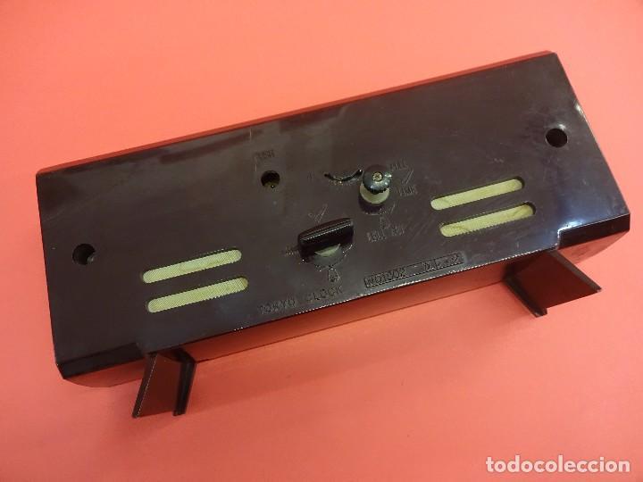 Despertadores antiguos: Antiguo reloj despertador TOKYO CLOCK 2 Jewels. Original años 1960s. Funcionando. 24ctms. - Foto 3 - 118620779