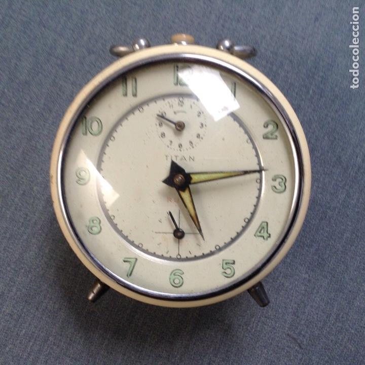 RELOJ DESPERTADOR MARCA TITAN PERFECTO ESTADO CARGA MANUAL AÑOS 60-70 (Relojes - Relojes Despertadores)