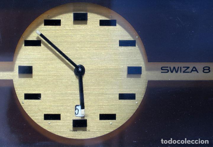 Despertadores antiguos: Reloj despertador con calendario Swiza ocho días años 70 funcionando - Foto 2 - 124628187