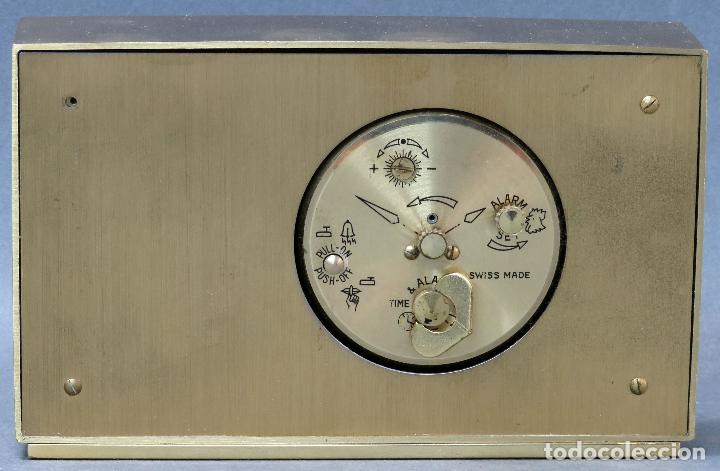 Despertadores antiguos: Reloj despertador con calendario Swiza ocho días años 70 funcionando - Foto 3 - 124628187