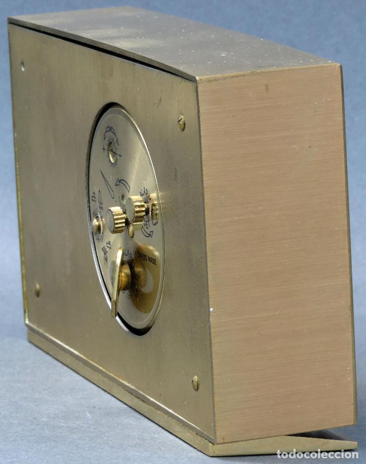 Despertadores antiguos: Reloj despertador con calendario Swiza ocho días años 70 funcionando - Foto 5 - 124628187