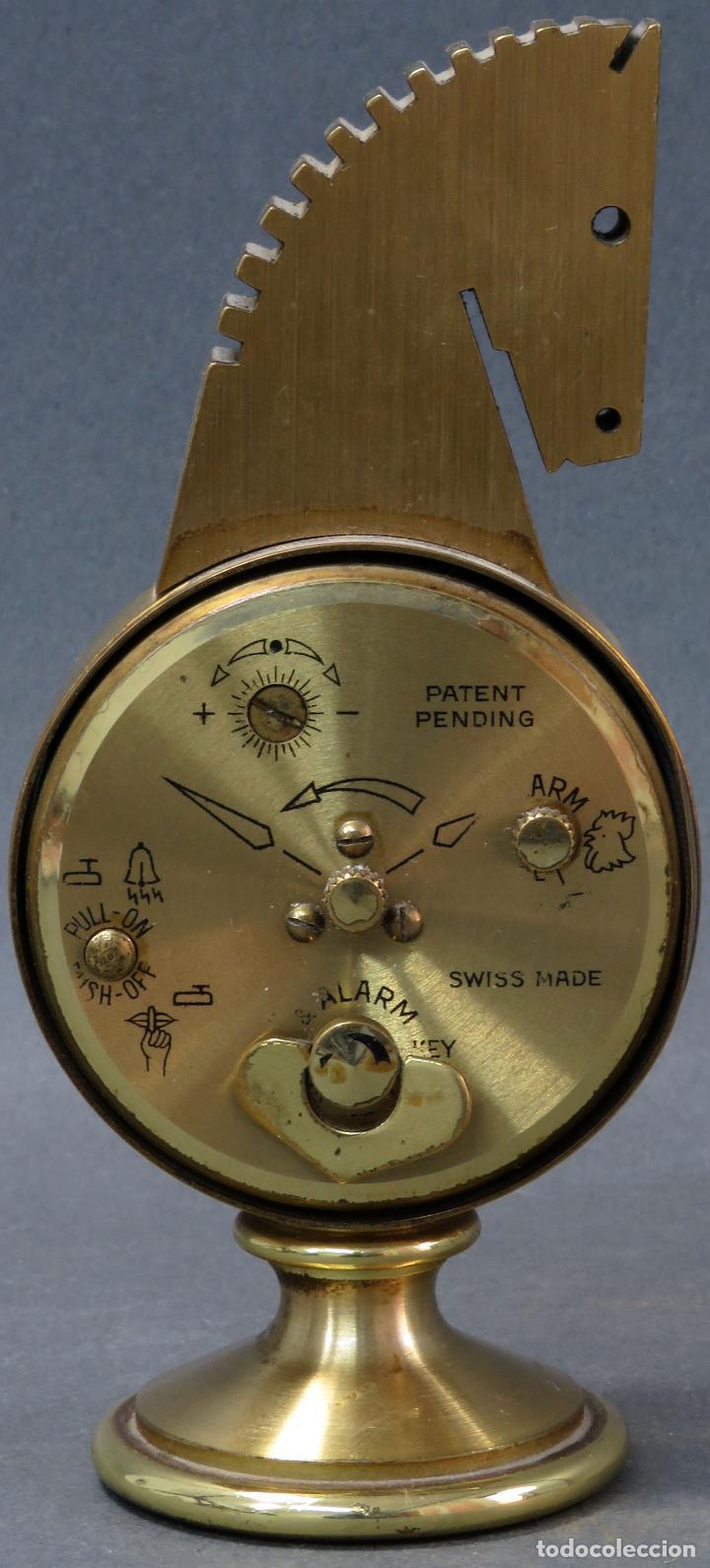 Despertadores antiguos: Reloj despertador bronce forma cabeza caballo Swiza ocho días funcionando años 80 - Foto 4 - 124628555