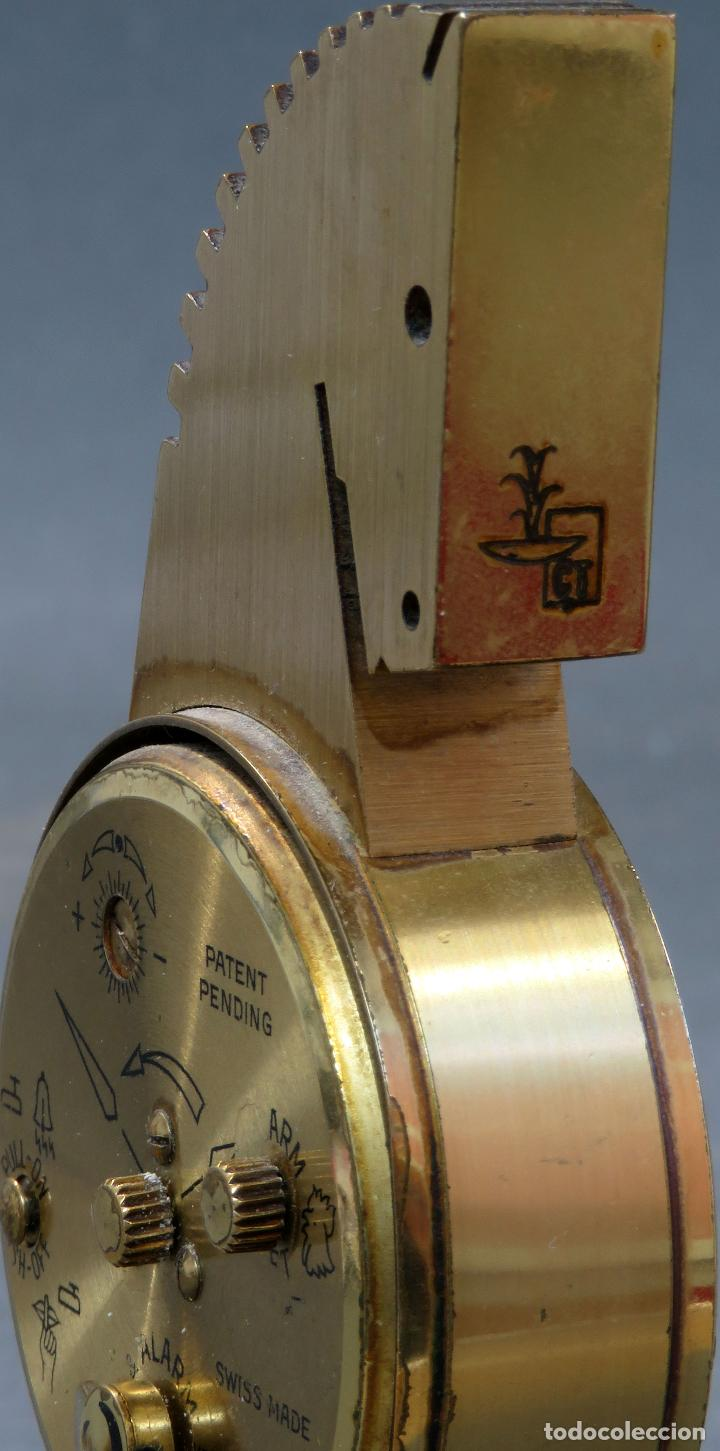 Despertadores antiguos: Reloj despertador bronce forma cabeza caballo Swiza ocho días funcionando años 80 - Foto 7 - 124628555
