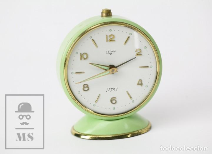 Despertadores antiguos: Reloj Despertador Vintage - Titan / NPU - Verde Pastel - Restauración - Años 50-60 - Foto 2 - 132072802
