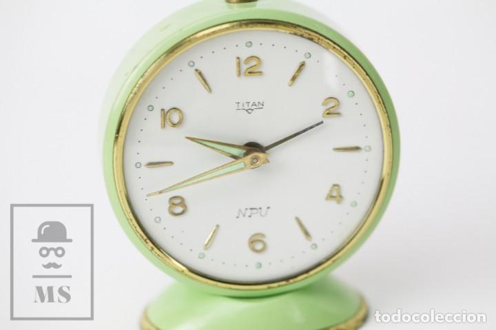 Despertadores antiguos: Reloj Despertador Vintage - Titan / NPU - Verde Pastel - Restauración - Años 50-60 - Foto 3 - 132072802
