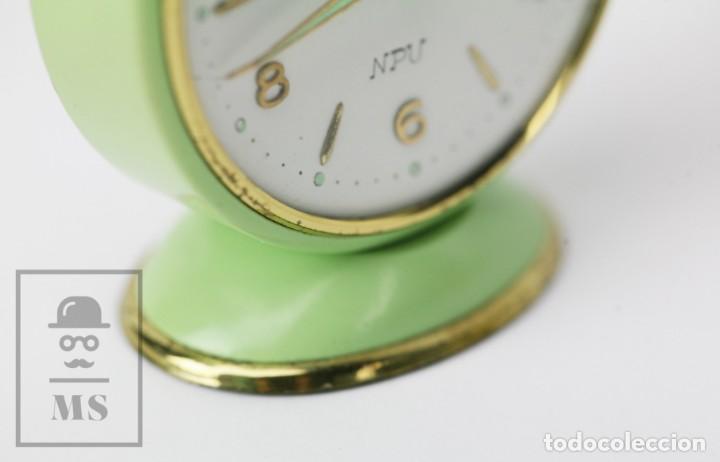 Despertadores antiguos: Reloj Despertador Vintage - Titan / NPU - Verde Pastel - Restauración - Años 50-60 - Foto 4 - 132072802