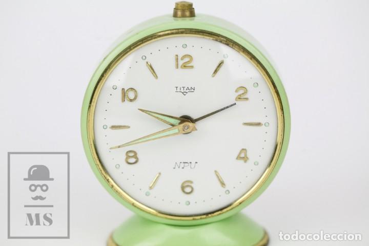 Despertadores antiguos: Reloj Despertador Vintage - Titan / NPU - Verde Pastel - Restauración - Años 50-60 - Foto 8 - 132072802