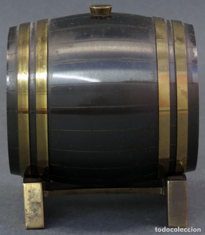 Despertadores antiguos: Reloj despertador Suiza Swiss Made en forma de barril años 60 funciona - Foto 2 - 133007738