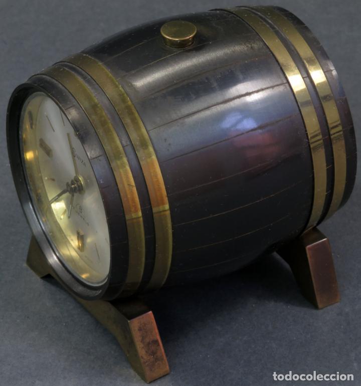 Despertadores antiguos: Reloj despertador Suiza Swiss Made en forma de barril años 60 funciona - Foto 5 - 133007738