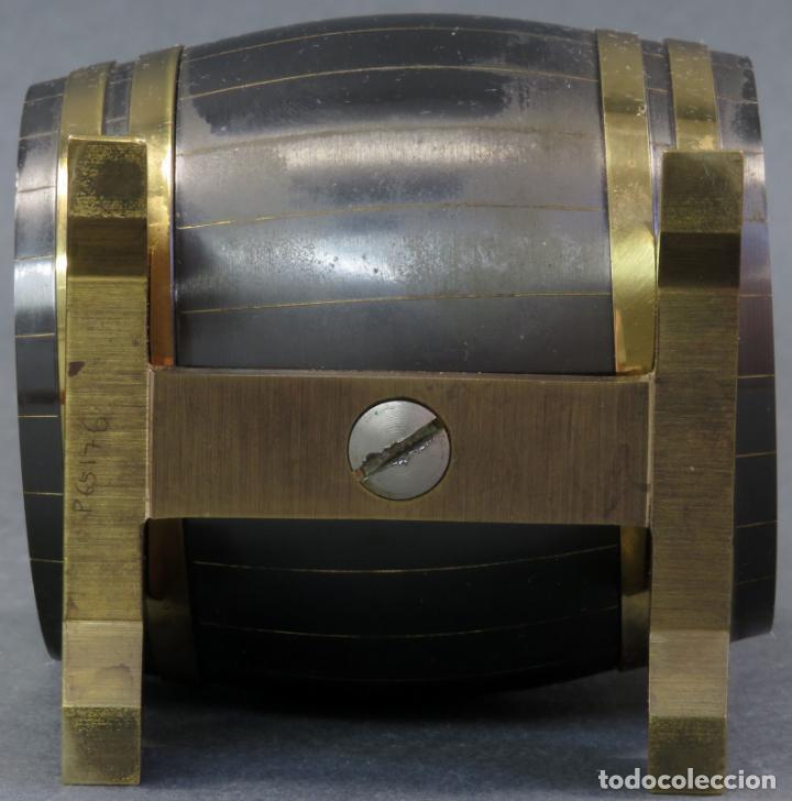 Despertadores antiguos: Reloj despertador Suiza Swiss Made en forma de barril años 60 funciona - Foto 6 - 133007738