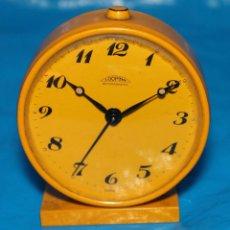 Despertadores antiguos: RELOJ DESPERTADOR, CUERDA, LOOPING, MADE IN SWISS (FUNCIONANDO). Lote 134328206