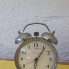 Despertadores antiguos: RELOJ DESPERTADOR ANTIGUO TITÁN TWIN BELL. CON DOBLE CAMPANA. A RESTAURAR.. Lote 134811342