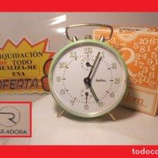Despertadores antiguos: ANTIGUO RELOJ DESPERTADOR A CUERDA MANUAL EN COLOR VERDE FUNCIONA SIN ESTRENAR EN SU CAJA ORIGINA. Lote 138773954