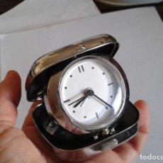 Despertadores antiguos: RELOJ DE VIAJE CON CAJA METÁLICA. Lote 138860114