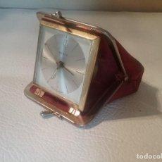 Despertadores antiguos: ORIGINAL RELOJ DESPERTADOR DE VIAJE KIENZLE TIPO MONEDERO. Lote 139896818