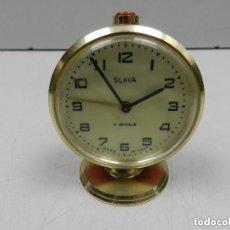 Despertadores antiguos: ANTIGUO RELOJ DESPERTADOR A CUERDA MARCA SLAVA AÑOS 60-70-ERA COMUNISTA. Lote 140481710