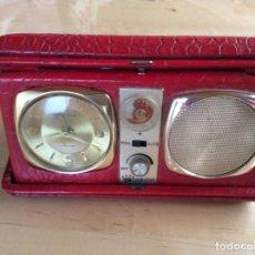 Despertadores antiguos: RADIO RELOJ DESPERTADOR DE VIAJE FOUR STAR JAPÓN . Lote 141816702