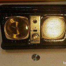 Despertadores antiguos: RADIO RELOJ DESPERTADOR KENTON. ESTUCHE SIMIL PIEL DE SERPIENTE - MADE IN HONG KONG. AÑOS 1960.. Lote 142670546