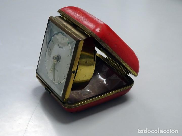 Despertadores antiguos: RELOJ DESPERTADOR DE VIAJE, estuche de PIEL, alemán, carga manual - Foto 8 - 147491834