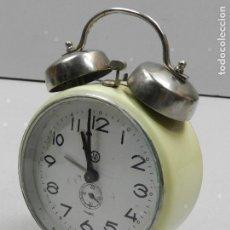 Despertadores antiguos: RELOJ DESPERTADOR AÑOS 70.BUENA PIEZA DE DECORACION. Lote 147658606