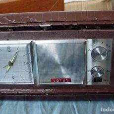 Despertadores antiguos: RADIO RELOJ DESPERTADOR LOTUS EN ESTUCHE ORIGINAL. Lote 153556910