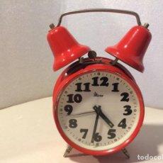 Despertadores antiguos: RELOJ DESPERTADOR MICRO - 2 CAMPANAS ROJO - FUNCIONANDO. Lote 153835238