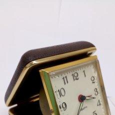 Despertadores antiguos: RELOJ DESPERTADOR EQUITY EN FUNCIONAMIENTO DE VIAJE. Lote 155141152