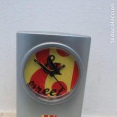 Despertadores antiguos: RELOJ DE SOBREMESA CON ALARMA. PUBLICIDAD DE WHISKY JB. Lote 156011346