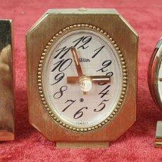 Despertadores antiguos: COLECCIÓN DE 3 RELOJES DESPERTADORES. METAL DORADO. SUIZA. SIGLO XX. . Lote 156079610