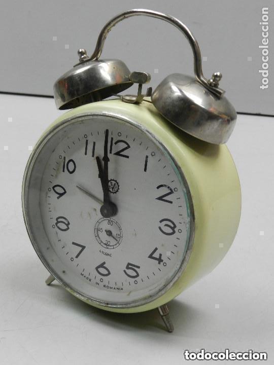 Despertadores antiguos: RELOJ DESPERTADOR AÑOS 70.BUENA PIEZA DE DECORACIÓN - Foto 2 - 156557002