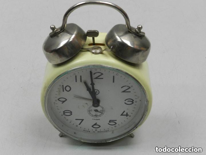 Despertadores antiguos: RELOJ DESPERTADOR AÑOS 70.BUENA PIEZA DE DECORACIÓN - Foto 3 - 156557002