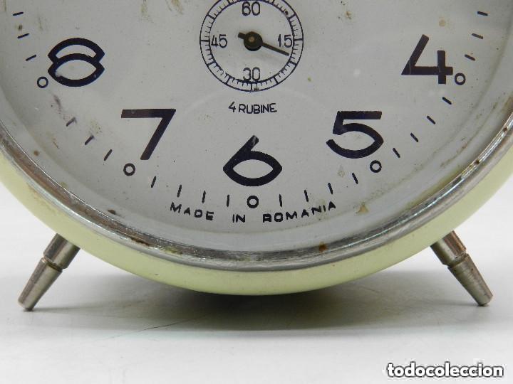 Despertadores antiguos: RELOJ DESPERTADOR AÑOS 70.BUENA PIEZA DE DECORACIÓN - Foto 4 - 156557002