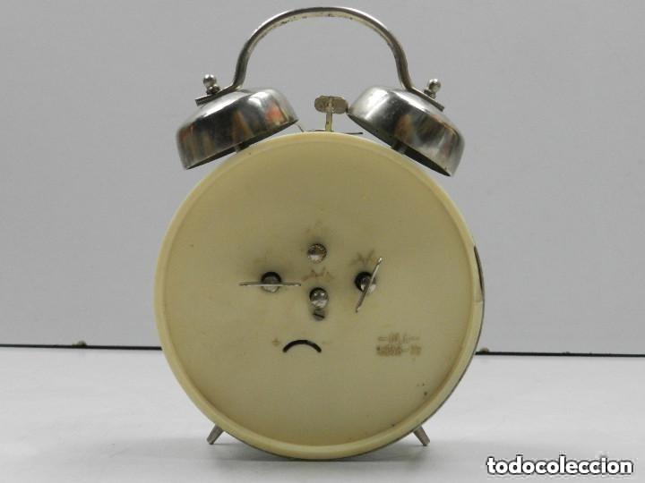 Despertadores antiguos: RELOJ DESPERTADOR AÑOS 70.BUENA PIEZA DE DECORACIÓN - Foto 7 - 156557002