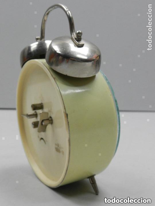 Despertadores antiguos: RELOJ DESPERTADOR AÑOS 70.BUENA PIEZA DE DECORACIÓN - Foto 10 - 156557002