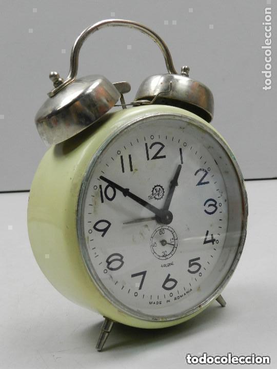 Despertadores antiguos: RELOJ DESPERTADOR AÑOS 70.BUENA PIEZA DE DECORACIÓN - Foto 12 - 156557002