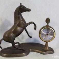 Despertadores antiguos: RELOJ DESPERTADOR CABALLO DE BRONCE. Lote 156789038