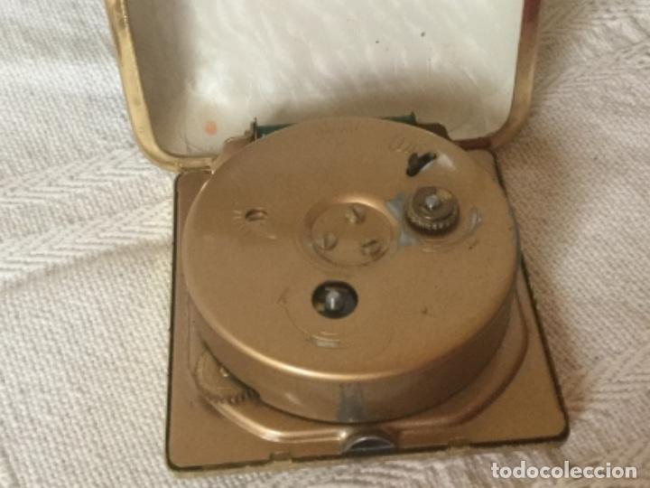 Despertadores antiguos: Reloj Despertador de Viaje con Calendario a Cuerda. - Foto 3 - 160810546