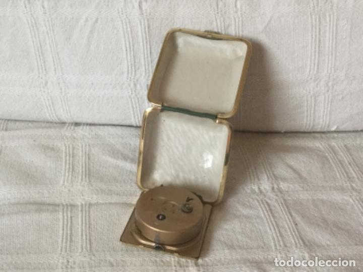 Despertadores antiguos: Reloj Despertador de Viaje con Calendario a Cuerda. - Foto 4 - 160810546