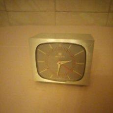Despertadores antiguos: ORIGINAL RELOJ DESPERATDOR FORMA DE TELEVISOR DE LOS 60. M ELECTRONIC. SWISS LIC.ATO. Lote 161016634