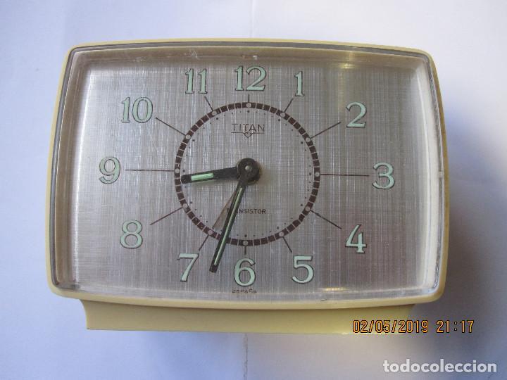 RELOJ DESPERTADOR TITAN TRANSISTOR MADE IN SPAIN RETRO VINTAGE FUNCIONA (Relojes - Relojes Despertadores)