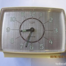 Despertadores antiguos: RELOJ DESPERTADOR TITAN TRANSISTOR MADE IN SPAIN RETRO VINTAGE FUNCIONA. Lote 165106218