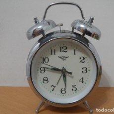 Despertadores antiguos: RELOJ DESPERTADOR - GRANDE FUNCIONA A CUERDA MANUAL. Lote 166066886